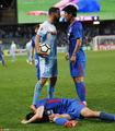 高清:申花球员与对手起冲突 两人面对面顶牛