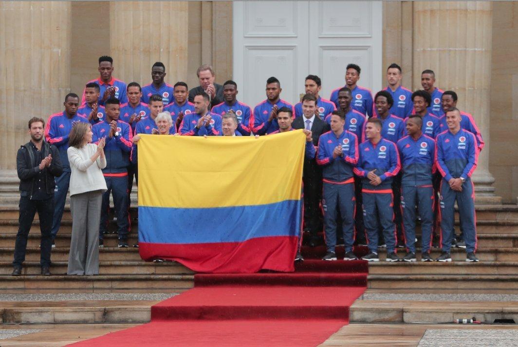高清:哥伦比亚国家队授旗仪式 莫雷诺未现身