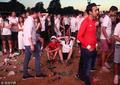 高清:英格兰球迷绝望散场 球迷广场满地垃圾