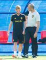 高清:比利时备战莫滕森情绪低落 主教练拍肩膀安慰