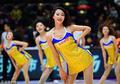 高清:篮球宝贝身穿黄衣秀长腿 动感舞姿助阵