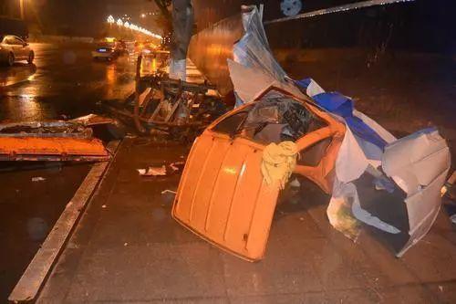 3分钟跑7公里!四川女子凌晨街头狂飙酿可怕车祸