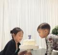 """组图:太萌!李小鹏女儿过7岁生日 奥莉弟弟""""抢""""吃蛋糕"""