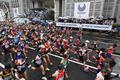 组图:东京马拉松冷雨低温开跑 大迫杰生涯首退赛