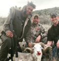 组图:老大爷的退役丰富生活 邓肯和友人野外狩猎