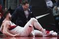 组图:努尔基奇遭遇惨烈骨折 现场球员心情沉重为之祈祷