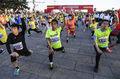 组图:北京国际长跑节蓄势待发 做热身秀自拍跑友忙不停