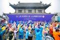 马拉松与历史的碰撞 5000跑友雨中体验城墙马