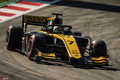 F2锦标赛西班牙站正赛周冠宇夺得第三 创历史登领奖台
