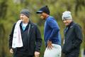 众星备战PGA锦标赛 伍兹放松小麦玩起毛线帽秒变表情包