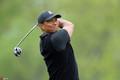 PGA锦标赛第2轮伍兹领衔出战 摘帽擦汗稍显疲态