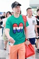 组图:国乒出征中国公开赛 马龙着专属T恤引围观