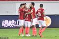 高清:恒大1-0深圳 韦世豪破门与队友拥抱庆祝