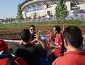利物浦热刺球迷席卷万达球场 山寨萨拉赫引众人合影