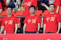 中超大佬排排站督战国脚 许家印大红T恤胸前印中国