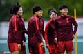 高清:心情好!中国女足备战德国 众将笑容灿烂