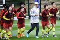 高清:女足备战世界杯众将慢跑热身 贾秀全与领队研究战术
