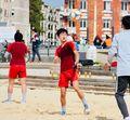 阳光沙滩和笑脸!中国女足海边恢复训练(图)