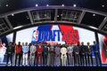 组图:NBA选秀大会 锡安当选状元日本新人9顺位被挑走