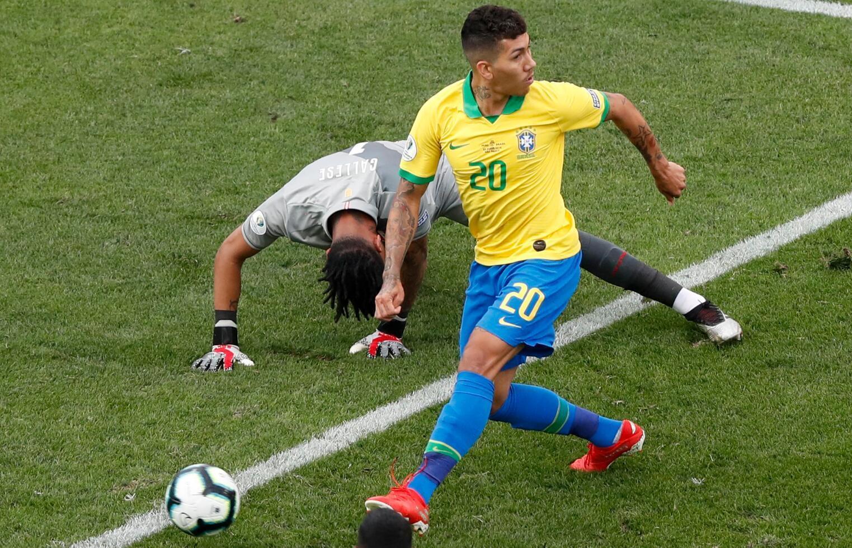 组图:你好骚啊!巴西神锋再展不看球门射门神技