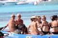 高清:里皮携家人好友海边度假 出海游玩好不快活