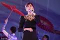 高清:李宇春世界大运会闭幕式献唱 黑色长裙尽显身材