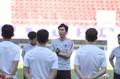 高清:天海备战足协杯8强战 朴忠均给球员讲话