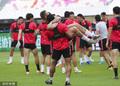 高清:上港备战足协杯8强战 胡尔克公主抱阿瑙