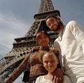 组图:库里携家人游玩巴黎 与妻子秀恩爱狂撒狗粮
