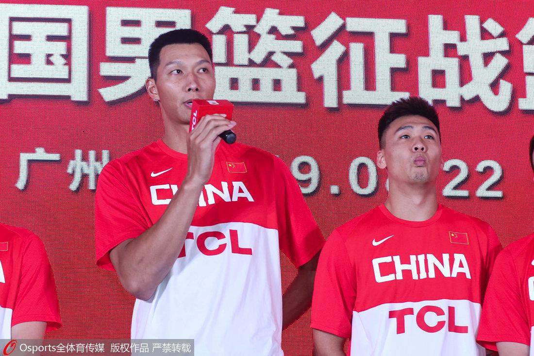中国男篮举行世界杯出征仪式 易建联发言(图)