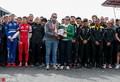 组图:哀悼!F1比利时站 众车手为不幸遇难车手默哀