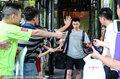 高清:中国男篮返京 周琦神情失落球迷送鼓励