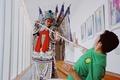 高清:李可空降腾讯北京总部 扮京剧武生耍花枪
