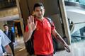 高清:国足出发前往菲律宾郑智大佬范十足 艾克森开心与球迷合影