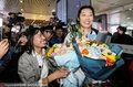高清:朱婷乘坐高铁抵达郑州 故乡领导球迷热情迎接
