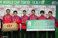 国乒男子团体再度加冕 马龙捧起冠军奖杯
