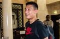 高清:武磊飞抵阿联酋与国足汇合 长途跋涉仍面带微笑