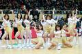 高清:篮球宝贝露脐装现场助威 热舞显性感身姿