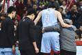 高清:青岛男篮主场不敌新疆 周琦受伤被搀扶离场