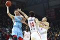 高清:新疆男篮客场不敌吉林 周琦强硬高抛上篮