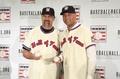 高清:英雄惜英雄!MLB名人堂记者发布会 基特沃克互相握手致意