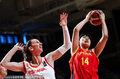 高清:奥预赛中国vs西班牙 李月汝篮下强打