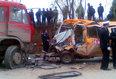 组图:甘肃省正宁县一幼儿园校车被撞