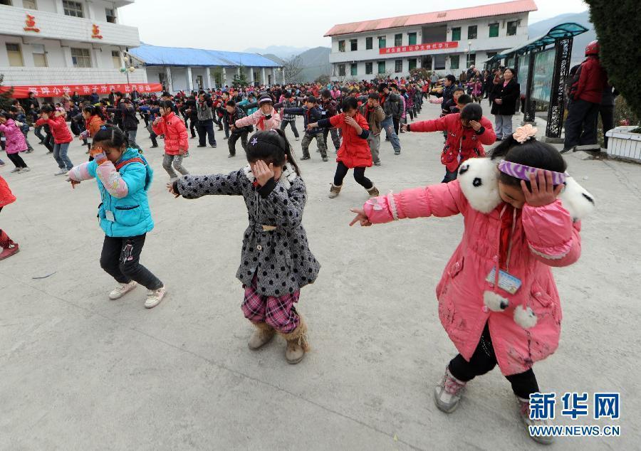 重庆巫山一小学课间跳杰克逊热舞