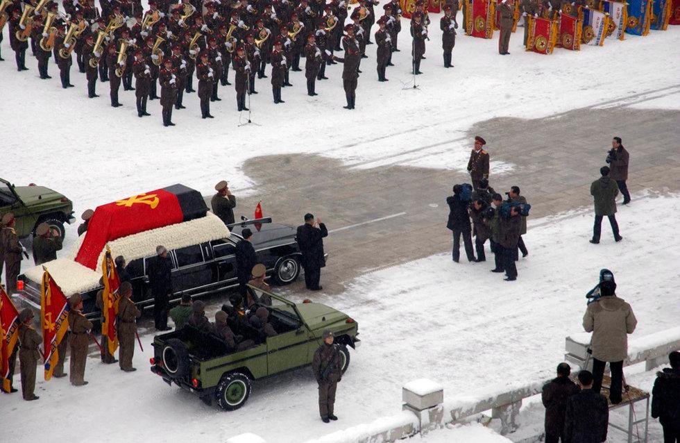 高清:数十万朝鲜民众冒雪送别金正日 - 易    木 - 易木音畫