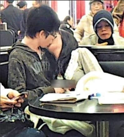 中学生吻戏电梯