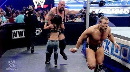 组图:wwe摔跤女王4人混战