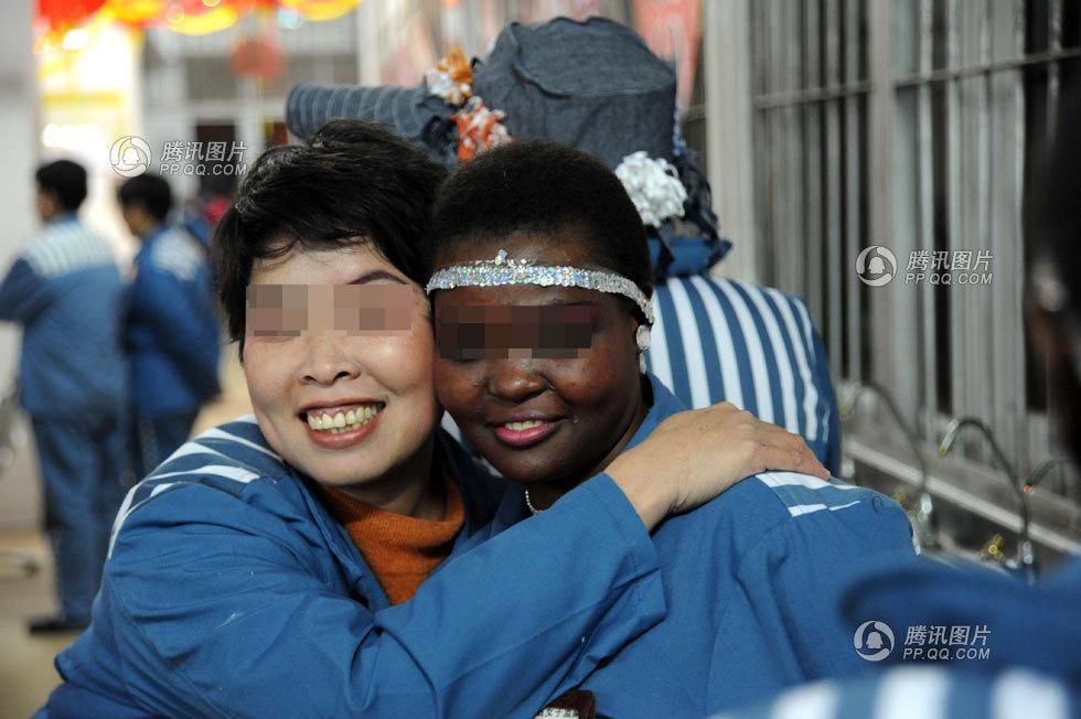 死缓女犯当上监狱女主播-中国人一天 特刊 外籍艾滋病犯狱内过春节图片
