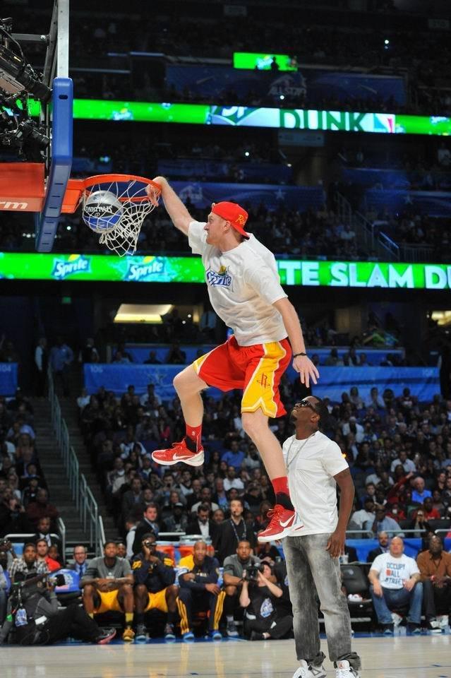 腾讯体育讯 2012NBA奥兰多全明星周末扣篮大赛,四扣将赛前媒体照图片