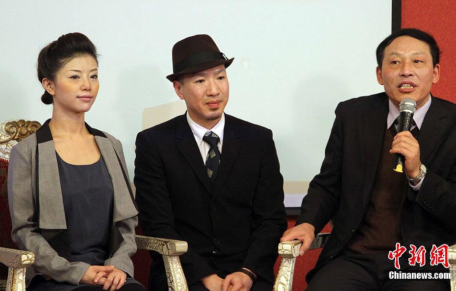 日本前女优来中国防艾 教安全套使用方法